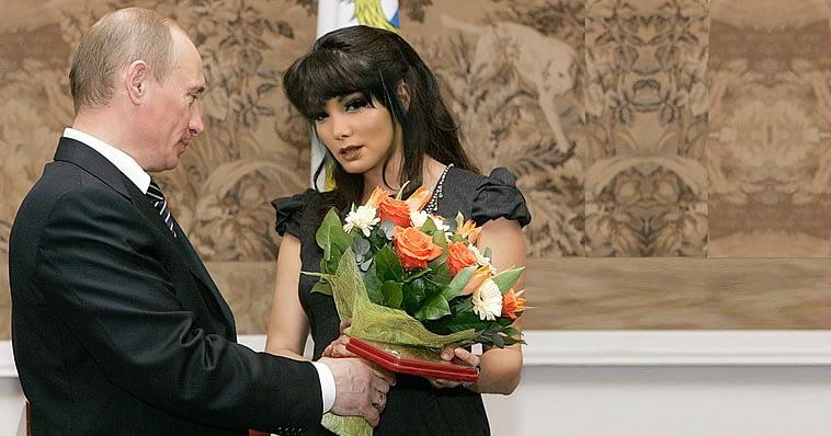 Dayamí la Musa luce triste tras casarse con Vladimir Putin