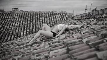 La hermosa joven no toleró más estar en Cuba